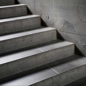 Escalera de porcelánico