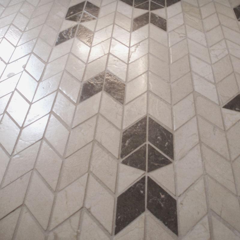Pavimento mosaico espiga piedra natural